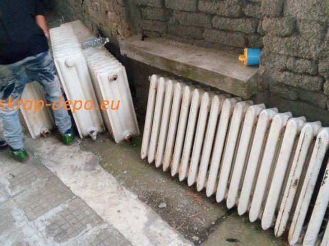 Изкупуваме тежки и дълги чугунени радиатори – 0895 2222 75